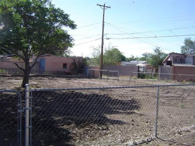 210 Clayton Street SW, Albuquerque, NM 87104 (MLS #966074) :: Sandi Pressley Team