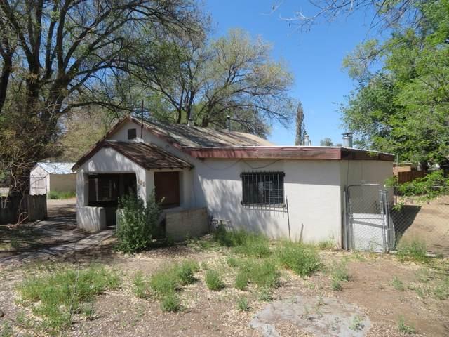 1151 Sunset Road SW, Albuquerque, NM 87105 (MLS #966436) :: The Buchman Group