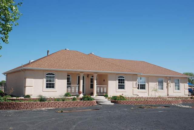 8 Las Aguilas Road, Belen, NM 87002 (MLS #966617) :: Campbell & Campbell Real Estate Services