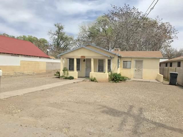 174 La Vega Road SW, Albuquerque, NM 87105 (MLS #966648) :: The Buchman Group