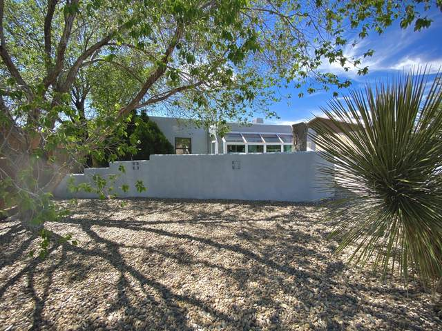 631 Quincy Street NE, Albuquerque, NM 87110 (MLS #967522) :: The Buchman Group