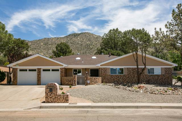 3000 Casa Del Norte Drive NE, Albuquerque, NM 87111 (MLS #968253) :: The Buchman Group