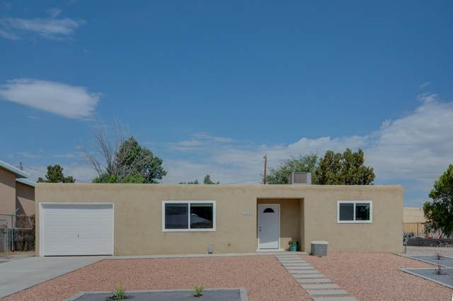 5705 Piedra Road NW, Albuquerque, NM 87114 (MLS #968581) :: The Buchman Group