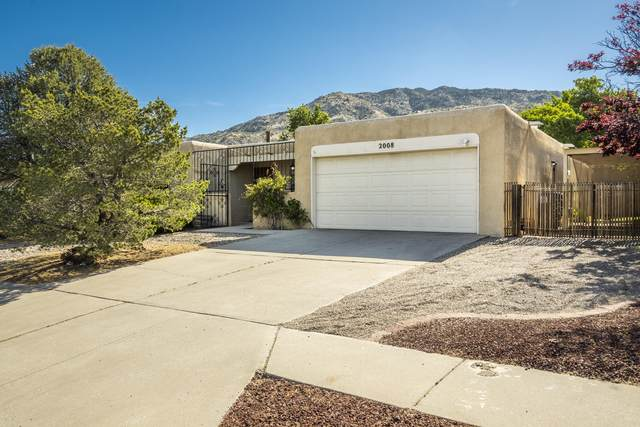 2008 Father Sky Street NE, Albuquerque, NM 87112 (MLS #969030) :: The Buchman Group