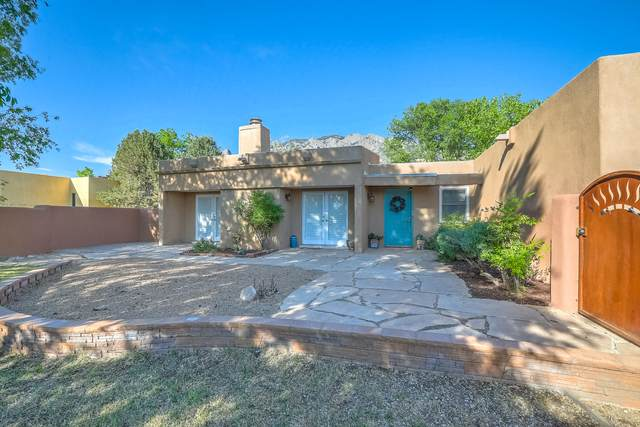 726 Tramway Vista Place NE #8, Albuquerque, NM 87122 (MLS #969127) :: Campbell & Campbell Real Estate Services