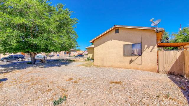 220 55TH Street NW, Albuquerque, NM 87105 (MLS #969146) :: The Buchman Group