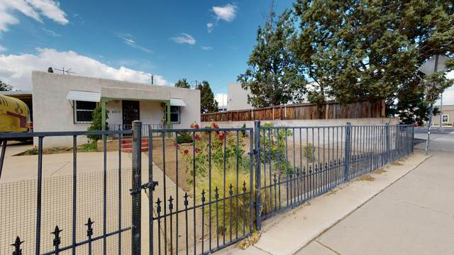 2411 Rose Avenue NW, Albuquerque, NM 87104 (MLS #969271) :: The Buchman Group