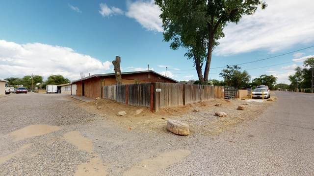 8312 Guadalupe Trail NW, Los Ranchos, NM 87114 (MLS #969323) :: The Buchman Group