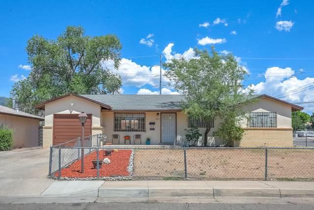 300 Glorieta Street NE, Albuquerque, NM 87123 (MLS #969564) :: The Buchman Group