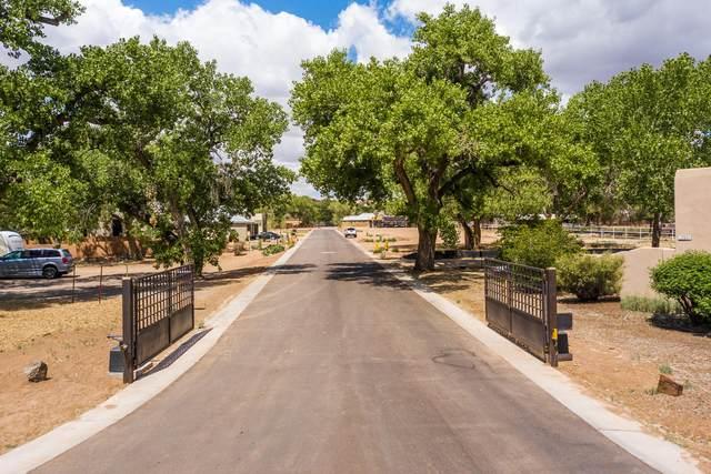 3215 Maxum Lane NW, Albuquerque, NM 87104 (MLS #970561) :: The Buchman Group