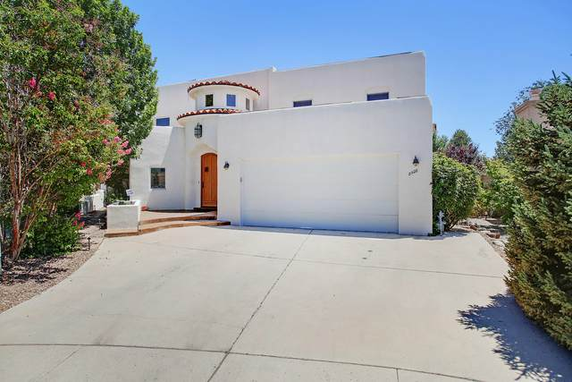 8928 Robs Place NE, Albuquerque, NM 87122 (MLS #971794) :: The Buchman Group