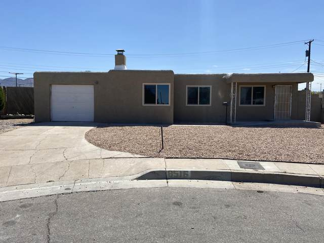 8516 Roma Avenue NE, Albuquerque, NM 87108 (MLS #971837) :: Sandi Pressley Team
