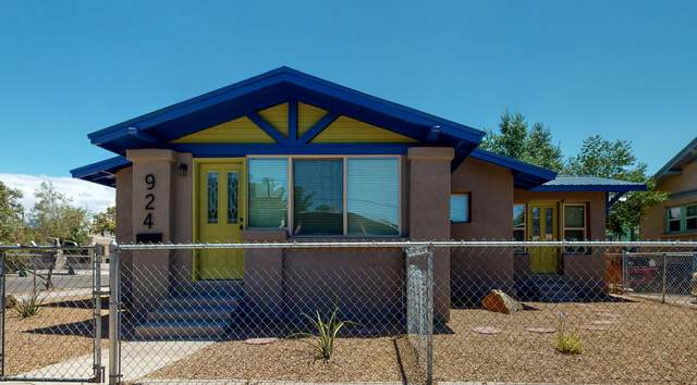 924 6TH Street NW, Albuquerque, NM 87102 (MLS #971865) :: The Buchman Group