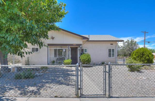 2745 Sierra Drive NE, Albuquerque, NM 87110 (MLS #971999) :: Campbell & Campbell Real Estate Services