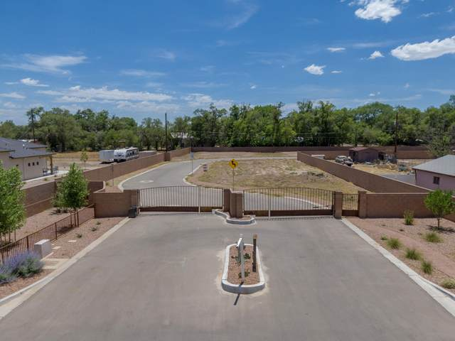 242 Valle Encantado Drive NW, Albuquerque, NM 87107 (MLS #972359) :: The Bigelow Team / Red Fox Realty