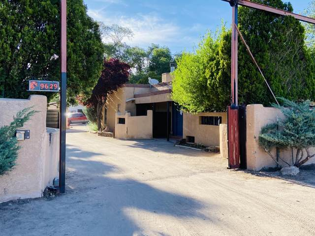 9629 2ND Street NW, Albuquerque, NM 87114 (MLS #972868) :: The Buchman Group