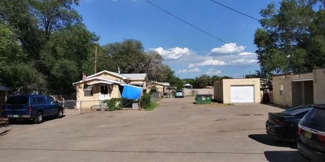 330 La Vega Drive SW, Albuquerque, NM 87105 (MLS #973960) :: The Bigelow Team / Red Fox Realty