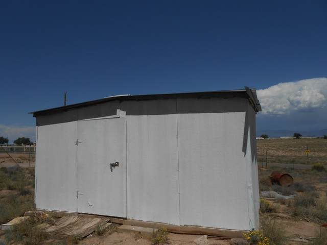 2 Haddox Lane, Belen, NM 87002 (MLS #975595) :: Berkshire Hathaway HomeServices Santa Fe Real Estate