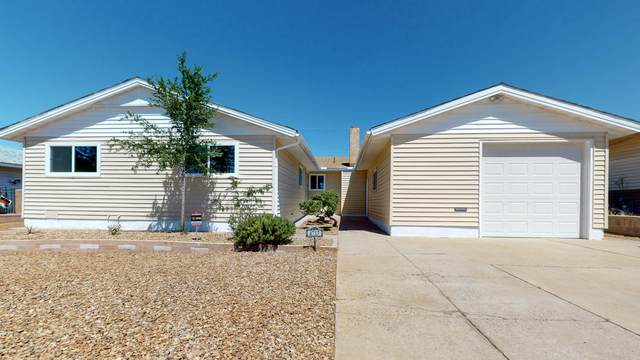 4713 Hilton Avenue NE, Albuquerque, NM 87110 (MLS #976509) :: Berkshire Hathaway HomeServices Santa Fe Real Estate