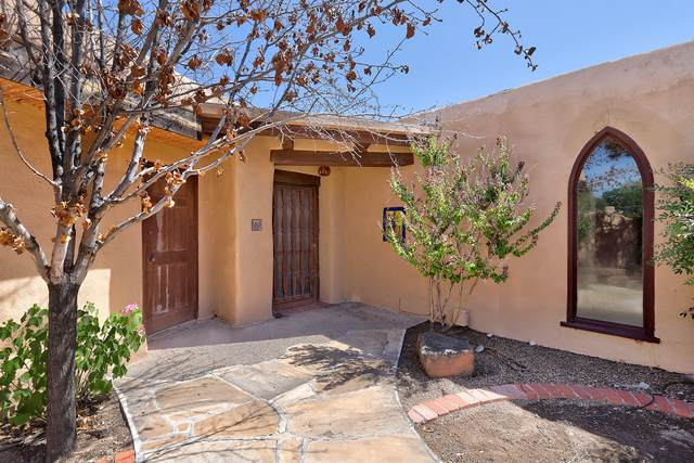 2300 Artesanos Court NW, Albuquerque, NM 87107 (MLS #976795) :: The Bigelow Team / Red Fox Realty
