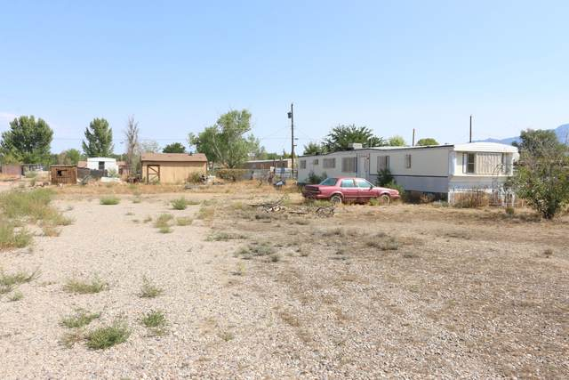 111 Pequeno Road NW, Albuquerque, NM 87107 (MLS #977317) :: Campbell & Campbell Real Estate Services