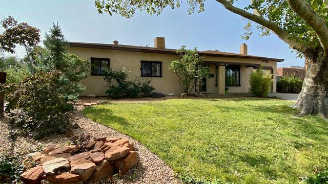 8306 Robin Avenue NE, Albuquerque, NM 87110 (MLS #977322) :: Berkshire Hathaway HomeServices Santa Fe Real Estate