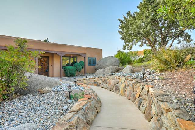 30 Cedar Hill Place NE, Albuquerque, NM 87122 (MLS #977392) :: Berkshire Hathaway HomeServices Santa Fe Real Estate