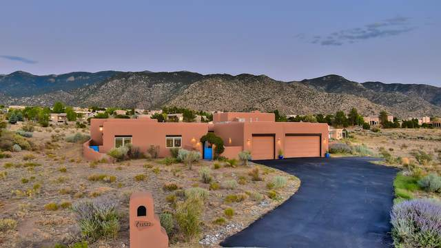 13522 Elena Gallegos Place NE, Albuquerque, NM 87111 (MLS #978070) :: The Bigelow Team / Red Fox Realty
