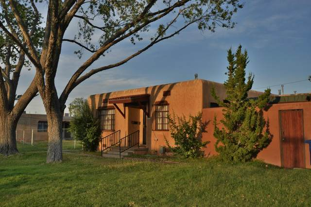 200 Madison Street NE, Albuquerque, NM 87108 (MLS #978263) :: Berkshire Hathaway HomeServices Santa Fe Real Estate