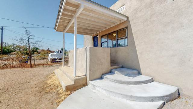 617 Cutler Avenue NW, Albuquerque, NM 87102 (MLS #978643) :: The Buchman Group