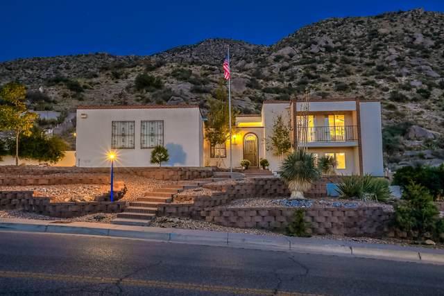 3004 Camino De La Sierra NE, Albuquerque, NM 87111 (MLS #978715) :: Berkshire Hathaway HomeServices Santa Fe Real Estate