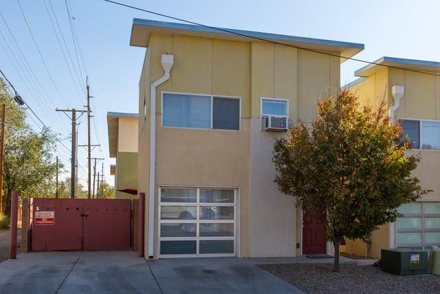 702 Broadway Boulevard SE #18, Albuquerque, NM 87102 (MLS #979415) :: The Bigelow Team / Red Fox Realty