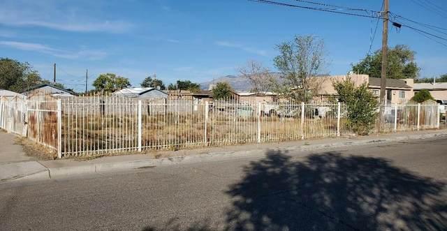 709 Prospect Avenue NW, Albuquerque, NM 87102 (MLS #979422) :: The Buchman Group