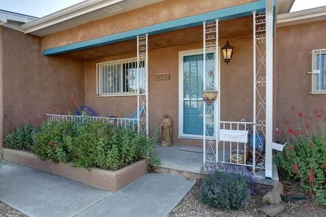 916 Manzano Street NE, Albuquerque, NM 87110 (MLS #979499) :: The Bigelow Team / Red Fox Realty