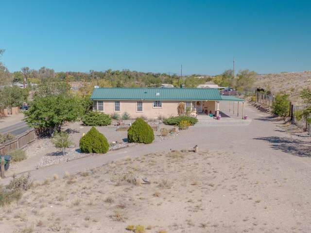 9810 Edith Boulevard NE, Albuquerque, NM 87113 (MLS #979528) :: The Buchman Group