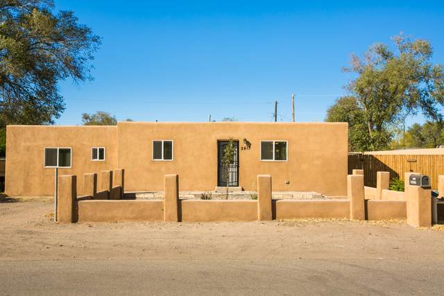 2413 Mervosh Place SW, Albuquerque, NM 87105 (MLS #979545) :: Campbell & Campbell Real Estate Services