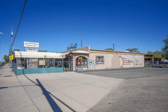 1300 S Main Street, Belen, NM 87002 (MLS #979552) :: The Bigelow Team / Red Fox Realty