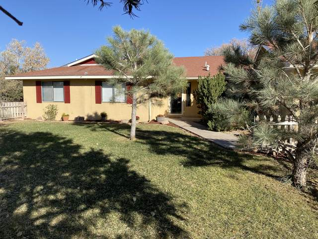 3 Farmers Lane, Moriarty, NM 87035 (MLS #979812) :: The Bigelow Team / Red Fox Realty