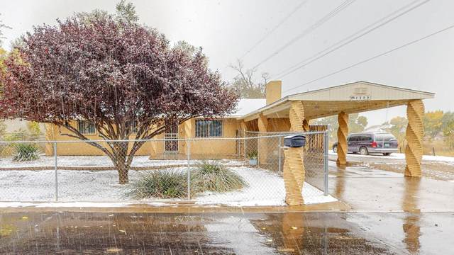 4808 W Glen Drive SW, Albuquerque, NM 87105 (MLS #980029) :: Campbell & Campbell Real Estate Services