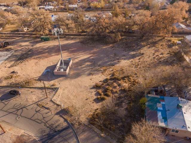 144 Atrisco Place SW, Albuquerque, NM 87105 (MLS #981466) :: Keller Williams Realty