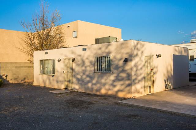 2900 Foraker Avenue NW, Albuquerque, NM 87107 (MLS #981484) :: Campbell & Campbell Real Estate Services