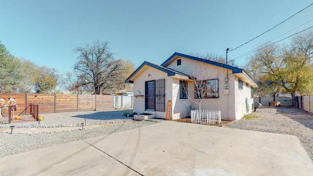 308 49TH Street NW, Albuquerque, NM 87105 (MLS #981491) :: The Bigelow Team / Red Fox Realty