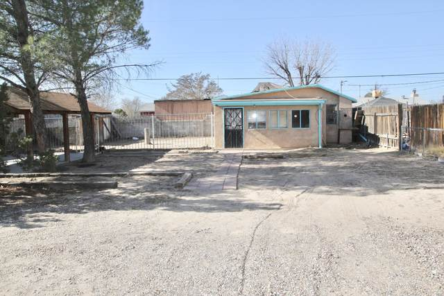 233 Crestview Drive SW, Albuquerque, NM 87105 (MLS #981522) :: Campbell & Campbell Real Estate Services