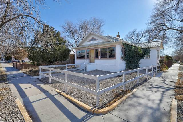 924 Silver Avenue SW, Albuquerque, NM 87102 (MLS #982471) :: The Buchman Group