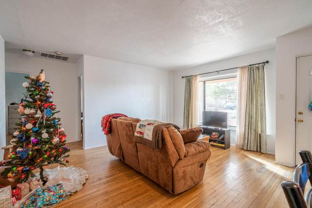1202 Truman Street SE, Albuquerque, NM 87108 (MLS #982756) :: The Bigelow Team / Red Fox Realty
