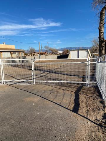 910 S Main Street, Belen, NM 87002 (MLS #982992) :: Campbell & Campbell Real Estate Services