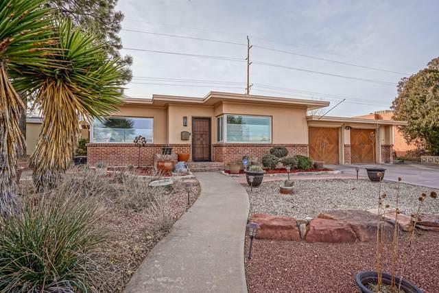 3304 Loma Vista Place NE, Albuquerque, NM 87106 (MLS #983375) :: The Buchman Group
