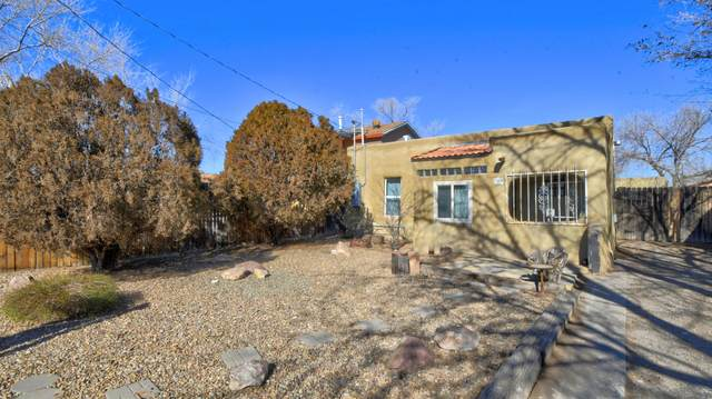 209 Headingly Avenue NW, Albuquerque, NM 87107 (MLS #983792) :: Campbell & Campbell Real Estate Services