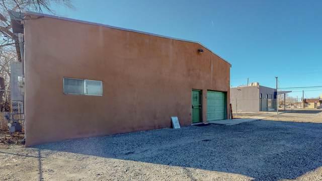 320 N Headingly Avenue NW, Albuquerque, NM 87107 (MLS #983973) :: Keller Williams Realty