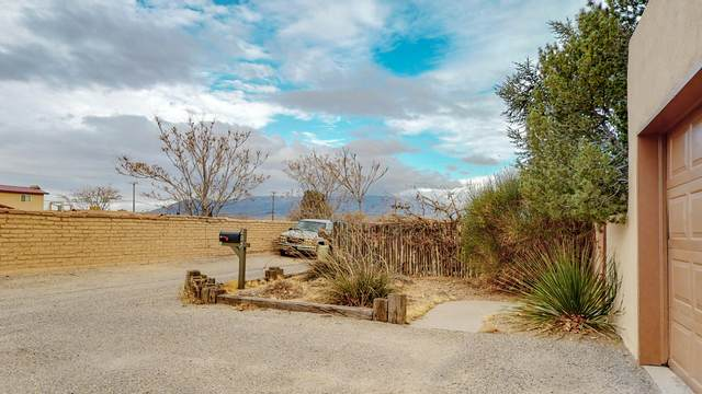 205 Horton Lane NW, Albuquerque, NM 87114 (MLS #984132) :: Keller Williams Realty